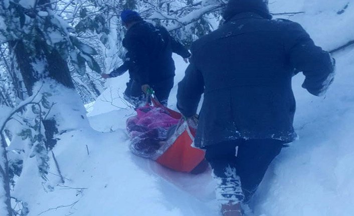 Kar izin vermedi! Yaşlı adam 3 saatlik mücadelenin ardından hastaneye kaldırıldı