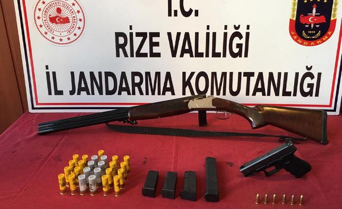 Rize'de silah kaçakçısının evine baskın