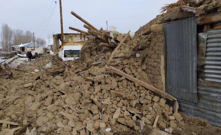 İran'daki deprem sonrası Van'daki ölü sayısı 9'a yükseldi