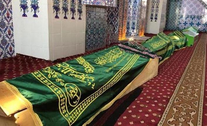 Depremde ölen 9 kişinin cenazeleri camiye getirildi!