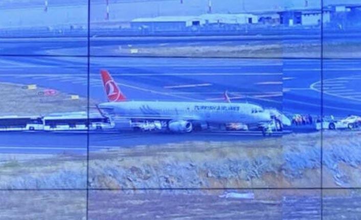 THY uçağı pistin ortasında kaldı