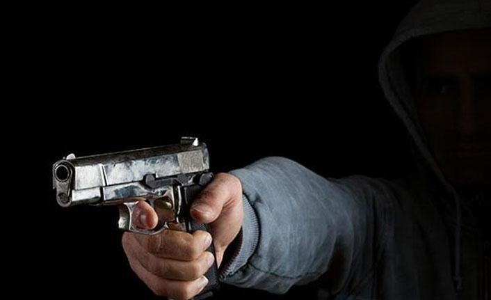 Liseli genç, annesiyle tartışan babasını öldürdü!