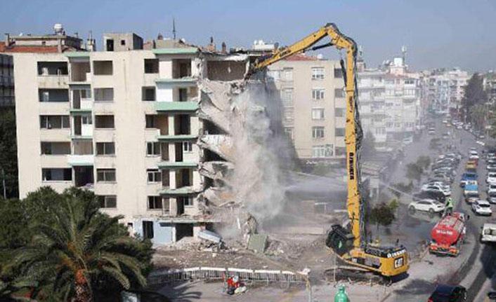 Yatık binalarda ilk yıkım başladı