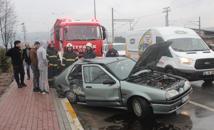 Kocaeli'de 3 aracın karıştığı trafik kazası