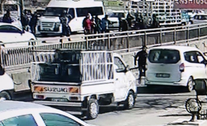 Şanlıurfa'da tüp yüklü kamyon kadına çarptı