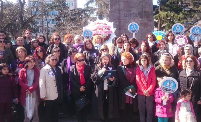 Trabzon'da kadınlar İstanbul Sözleşmesi ve nafakayı gündeme getirdi
