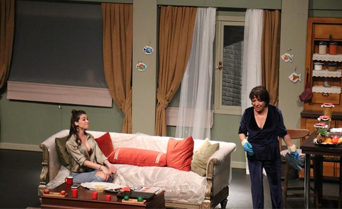 'Plastik Aşklar' oyunu Marmaris'te seyirciyle buluştu