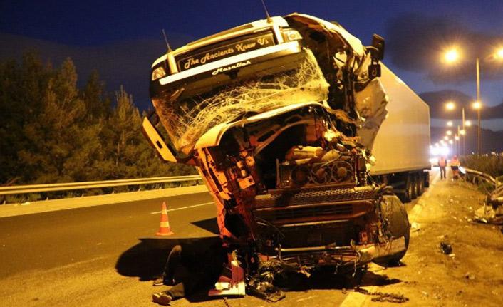 Tır kaza yaptı: 1 ölü 1 yaralı