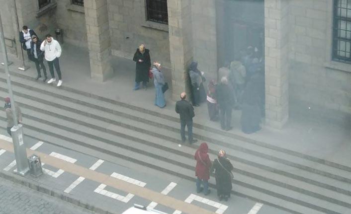 Trabzon'da vatandaşlar yine sırada