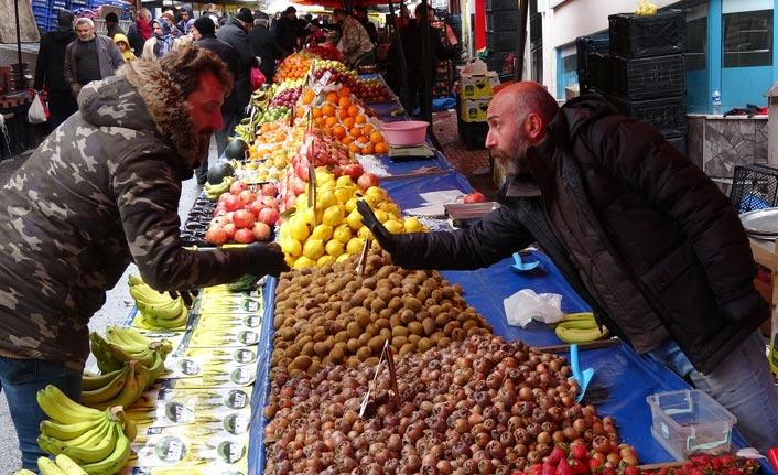 Trabzon'da pazarda koronavirüs tedbirleri