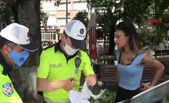 Sokağa çıkma yasağını ihlal etti, gazetecilere saldırdı
