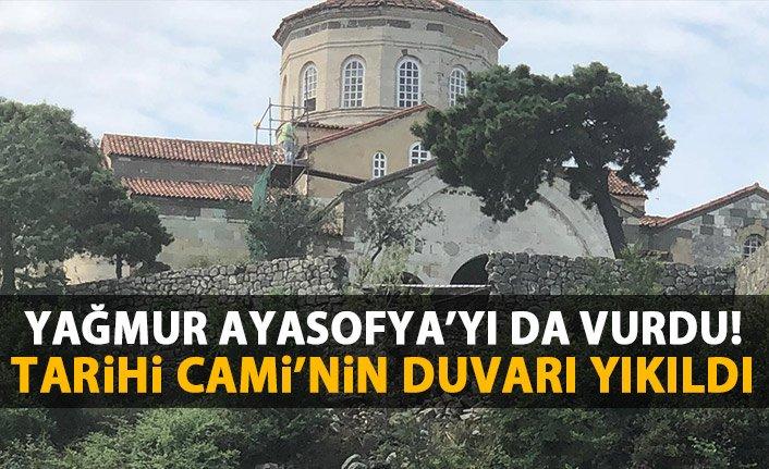 siddetli-yagmur-tarihi-ayasofya-cami-nin-duvarini-yikti