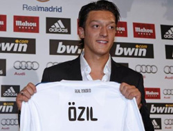 Mesut Özil döktürdü