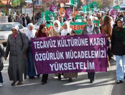Kadınlar tecavüze karşı yürüdü