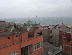 Trabzon'da Fırtına çatıları söktü