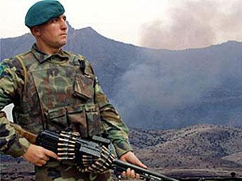 Türk askerleri sınır güzergahında