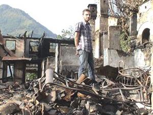 Artvin'de çıkan yangında iki aile evsiz kaldı