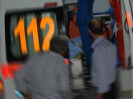 Otobüs kayalıklara çarptı: 19 yaralı