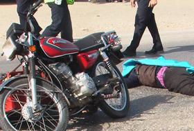 Motosiklet elektrik direğine çarptı:1 ölü