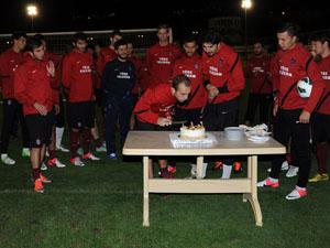 Adrian'a buruk doğum günü kutlaması