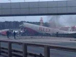 Uçak Otobana indi !