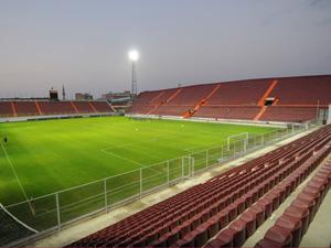 Hüseyin Avni Aker Stadı yenileniyor