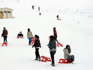Gümüşhane'de öğrenciler kayak yaptı