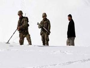 Askerler dağ taş mayın arıyor