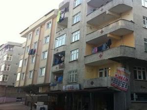 Hamile karısını balkondan attı