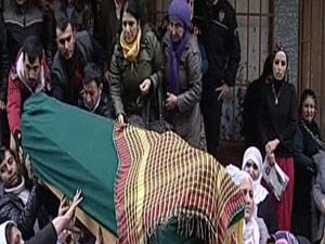 Cenazeyi kadınlar omuzladı!..