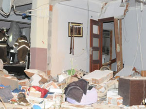 Doğalgaz bomba gibi patladı 5 kişi yaralandı!