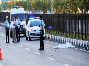 Yakıt tankeri ile otobüs çarpıştı: 1 ölü