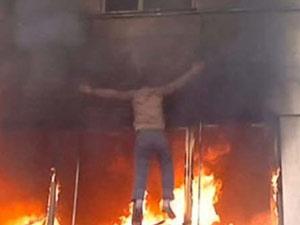 Yangından kurtulmak için 3. kattan atladı