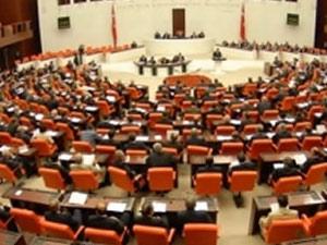 Meclis'te 'kırmızı' protesto