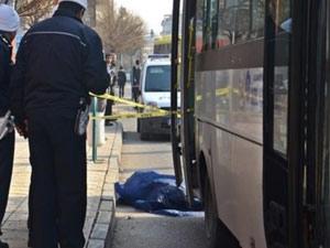 İndiği otobüsün altında kaldı