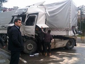 Trabzon'da iki tır çarpıştı