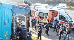 Şoför kriz geçirdi, otobüs devrildi