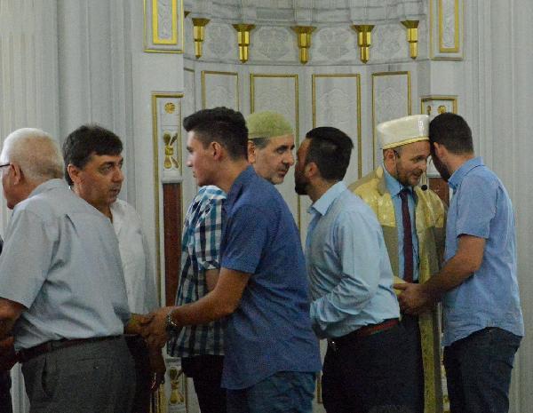 Müslümanlar camileri doldurdu...