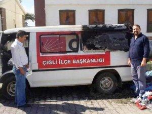 CHP Çiğli İlçe Başkanlığı'na Ait Araçta...