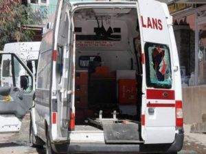 PKK'lılar ambulansı tarayıp şoförü şehit...
