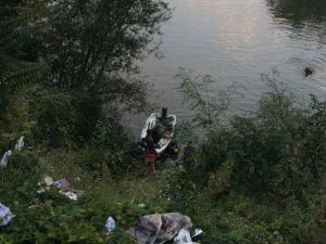 Araç göle uçtu: 3 ölü