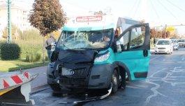 Liseli gençler minibüs kurbanı