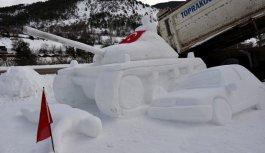 Gümüşhane'de 15 Temmuz'u kardan heykellerle...