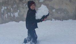 Kar tatili oldu çocuklar sokağa koştu
