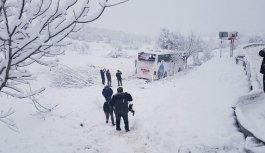 Otobüs uçuruma yuvarlandı: 3 ölü, 25 yaralı