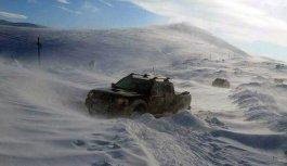 Gümüşhane'de Kostan Dağı'nı kar vurdu