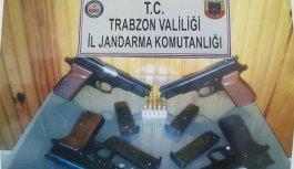 Trabzon'da şüpheli araçta arama