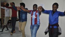 Afrika'dan geldiler Trabzon'da horon öğrendiler