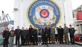 Trabzonsporlu oyunculardan dost ziyareti