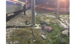 Yolcu treni motosikletli gençlere çarptı: 2 ölü